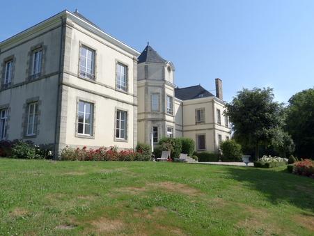 Château de prestige Pays de la Loire 832 000 €