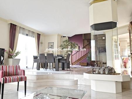 Maison de luxe Île-de-France 795 000 €