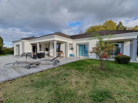 Acheter        Villa de luxe Auvergne 572 000 €