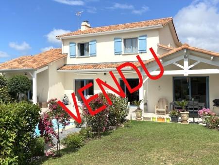Vente        Villa  Pays de la Loire 766 500 €