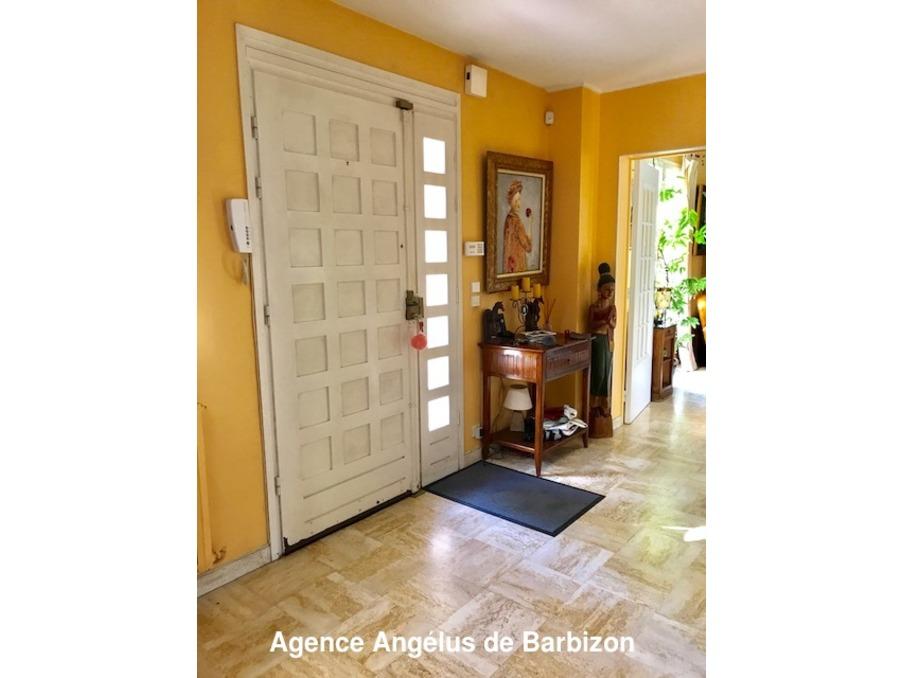 Achat maison avec beaux volumes et bel environnement de for Achat maison fontainebleau